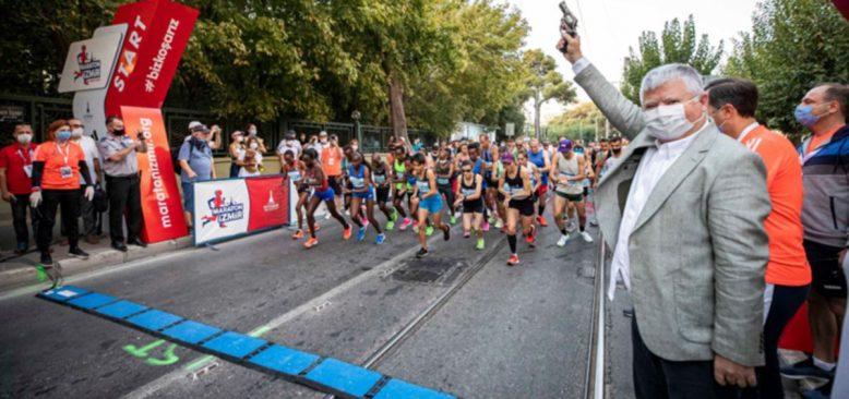 İzmir'in İlk Uluslararası Maratonu Koşuldu