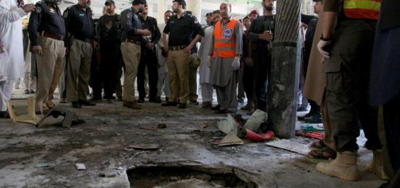 Pakistan'da Medreseye Bombalı Saldırı
