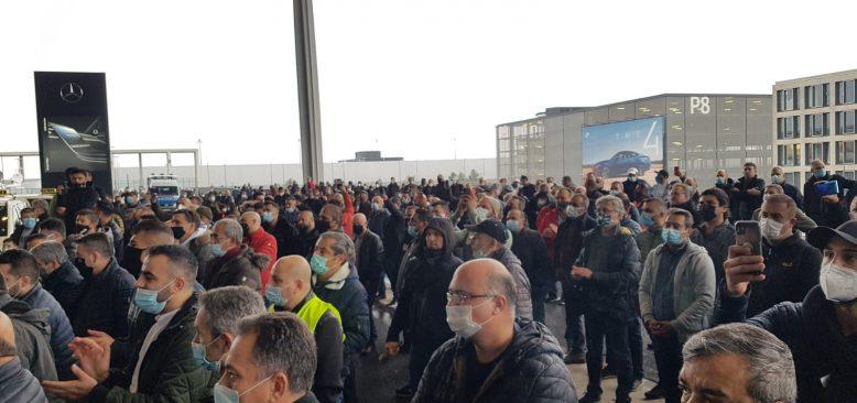 Berlin Yeni Havalimanı Açılışında İlk Protesto Taksicilerden