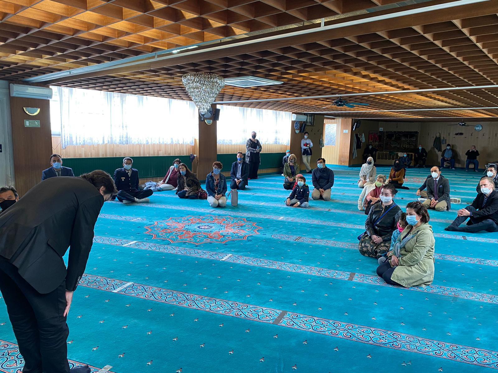 Münih'te kısıtlı imkanlarla 'Açık Cami Günü'