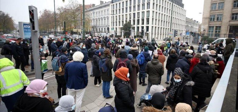 Brüksel'de düzensiz göçmenler oturum izni için gösteri yaptı