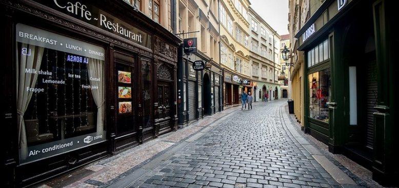 Çekya'da kapatılan iş yeri ve restoranlar açılıyor