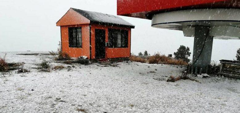 Cıbıltepe Kayak Merkezi'ne mevsimin ilk karı düştü