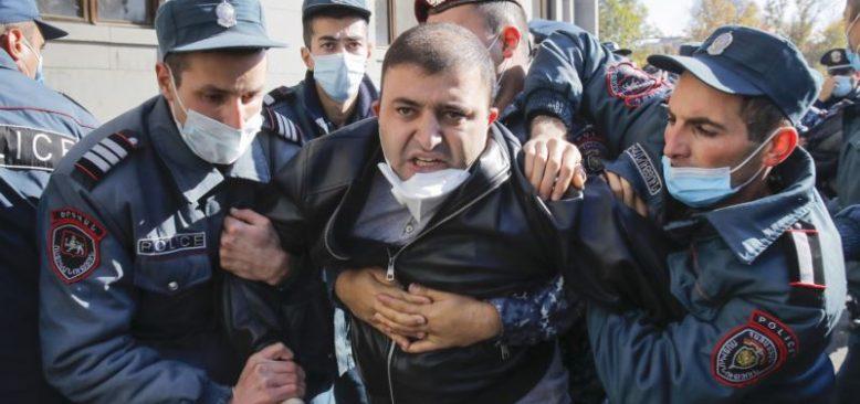 Ermenistan'da Karabağ Anlaşması Protestoları Devam Ediyor