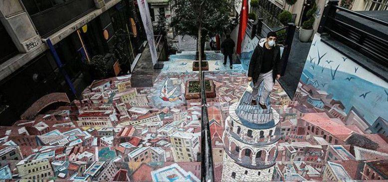 Galata Kulesi'nin resmedildiği merdiven kullanıma açıldı