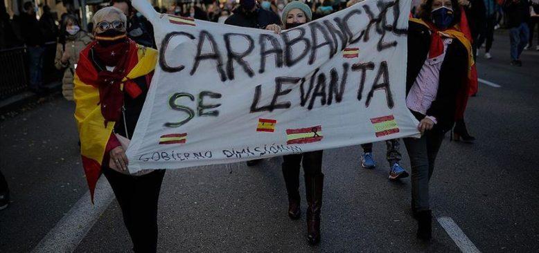 İspanya'da polisler, itfaiyeciler ve vatandaş Kovid-19 önlemlerine karşı yürüdü