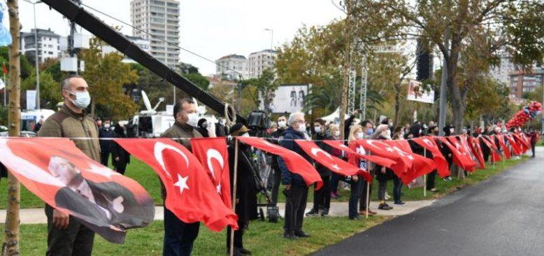 İstanbul'da 'Ata'ya Saygı Zinciri'