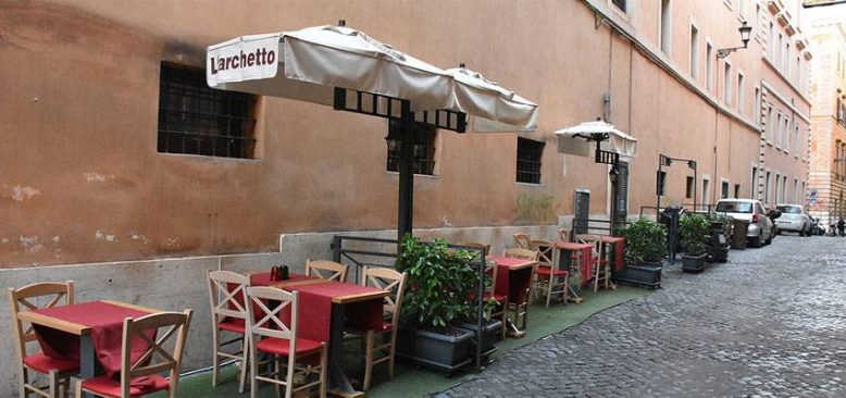 İtalya'da restoran sahipleri kısıtlayıcı tedbirlere tepkili