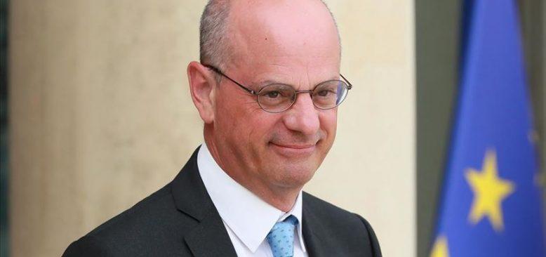 Fransa Eğitim Bakanı çizgi romana tahammül edemedi