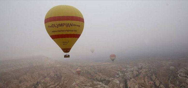 Kapadokya'da balonlar 'sis denizi'nde uçtu