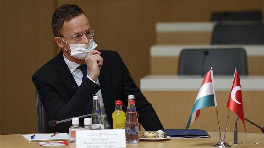 Macaristan Dışişleri Bakanı'nın testi pozitif çıktı