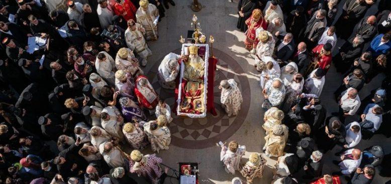 Sırp Ortodoks Kilisesi salgın tedbirlerine uymamanın bedelini ağır ödedi