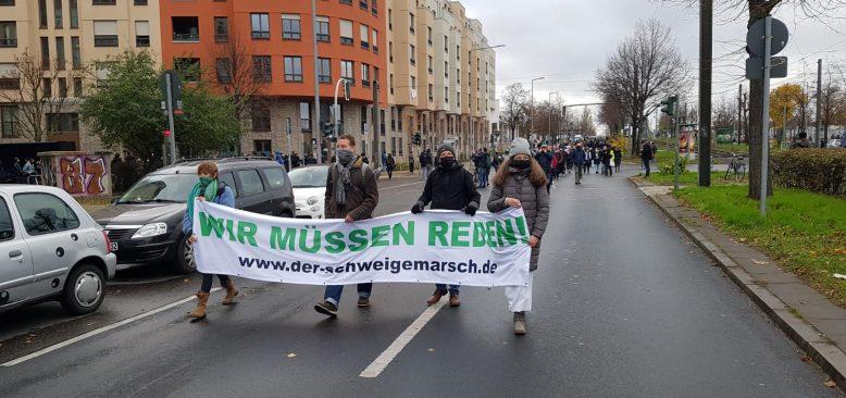 """Berlin'de Korona ve Aşı Karşıtı """"Sessiz Yürüyüş"""""""