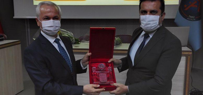 Akdeniz Üniversitesi Ziraat Fakültesi'nde devir teslim töreni