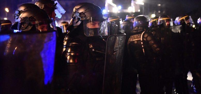 Fransa'daki 'ırkçı' şiddetin faili polisler gözaltına alındı