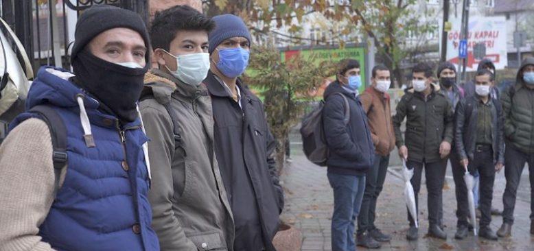 Afgan Göçmenler Kimlik ve Sağlık Desteği İstiyor
