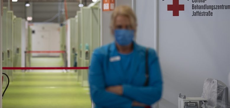 Almanya'da hastaneler çalışanlarına maaş ödeyemeyebilir