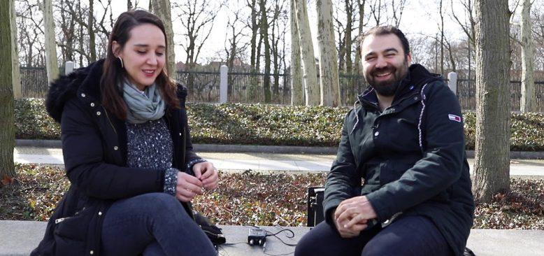 Bir halk ozanının kızı olarak Almanya'da doğup büyümek