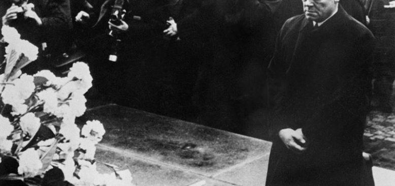 Brandt'ın Yahudi Anıtı Önünde Diz Çöktüğü Gün