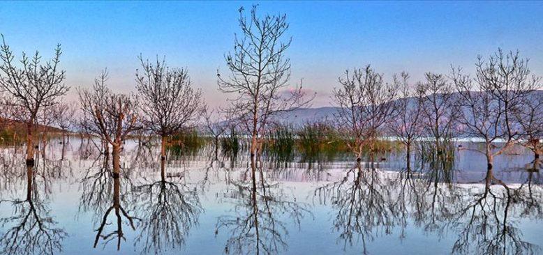Hazar Gölü sonbaharın renkleriyle büyülüyor