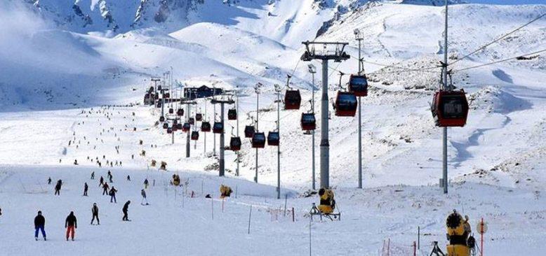Kayak sezonunu açan Erciyes'e yabancı turistler gelmeye başladı