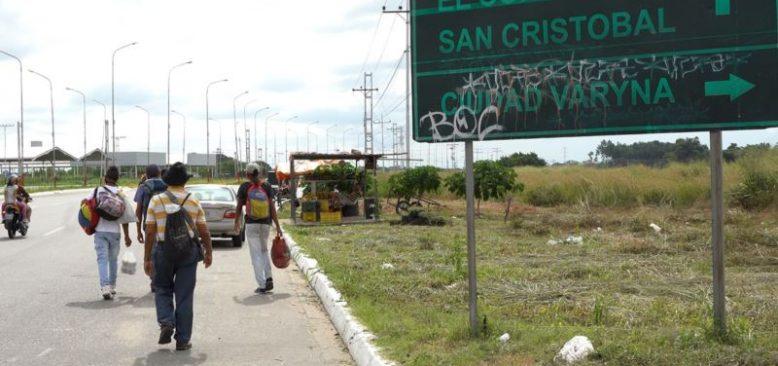 Kolombiya'da Kayıt Dışı Venezuelalı Göçmene Aşı Yok