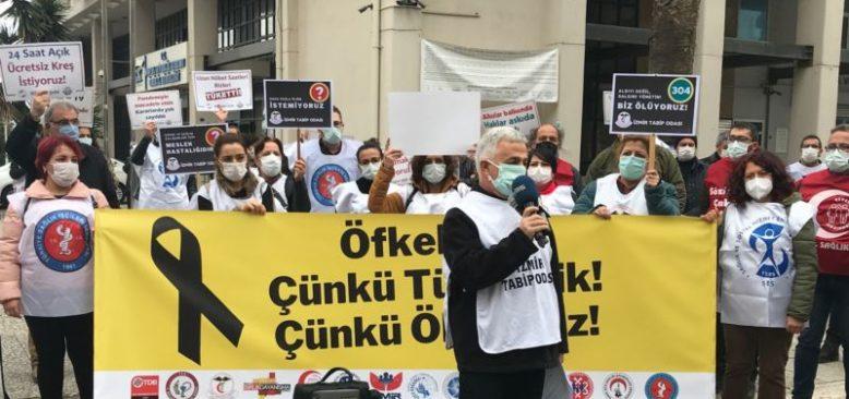 """Sağlık Çalışanlarından Eylem: """"Öfkeliyiz Çünkü Ölüyoruz"""""""