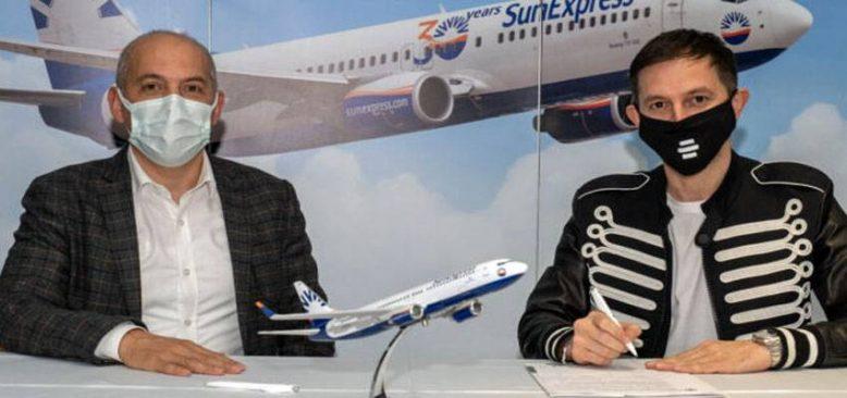 SunExpress, DJ Burak Yeter'in hava yolu partneri oldu