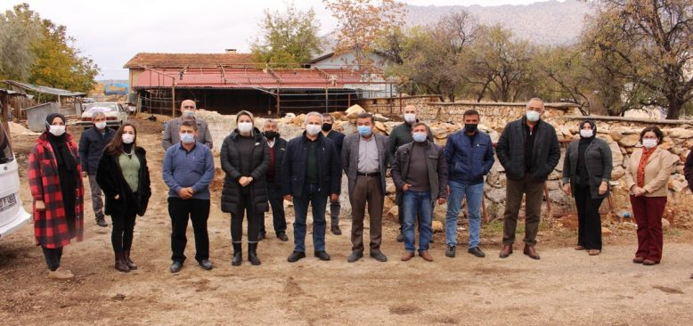 Antalya Büyükşehir Belediyesi çiftçiye 1 ton ata tohumu dağıttı