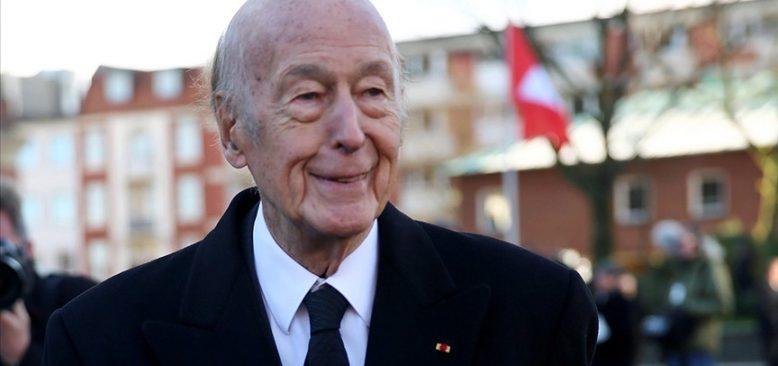 Valery Giscard d'Estaing koronaya yenik düştü
