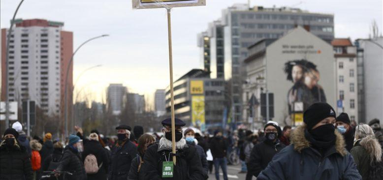 Almanya'da Kovid-19 kaynaklı ölümler 30 bini geçti