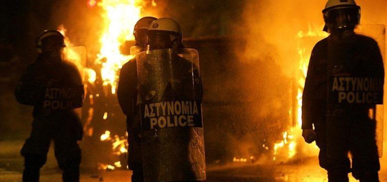 Atina'da maskeli grup karakola saldırdı: 5 yaralı