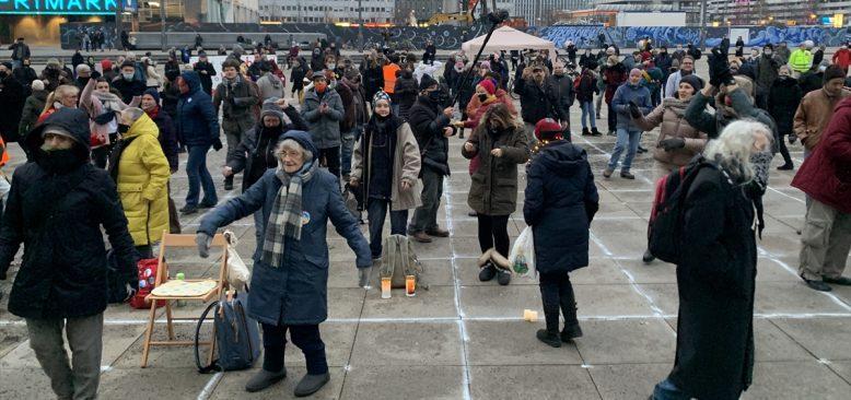 Berlin`de Kovid-19 önlemleri karşıtı gösteri düzenlendi