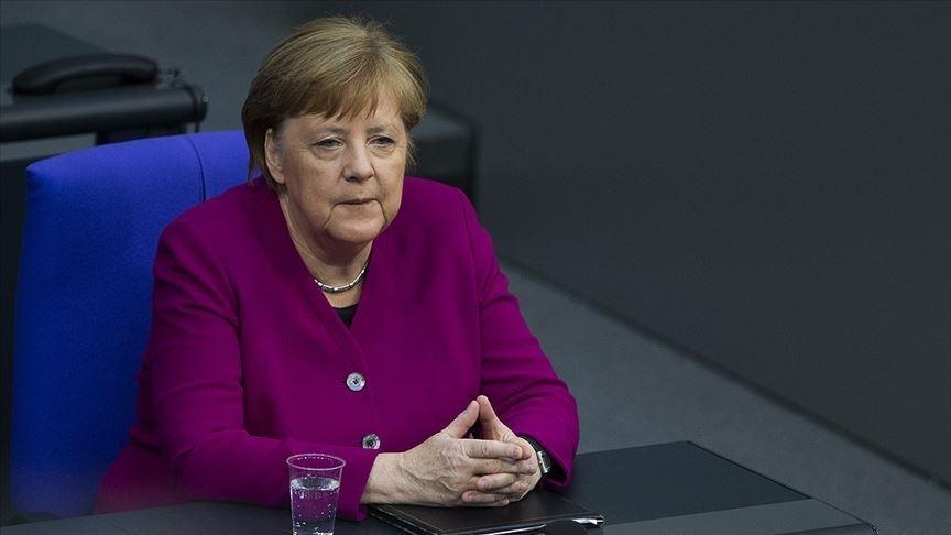 Merkel'e hakarete 8 ay hapis