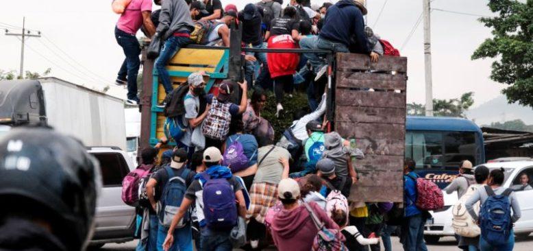 Binlerce Honduraslı Amerika'ya Ulaşmak İçin Yollarda