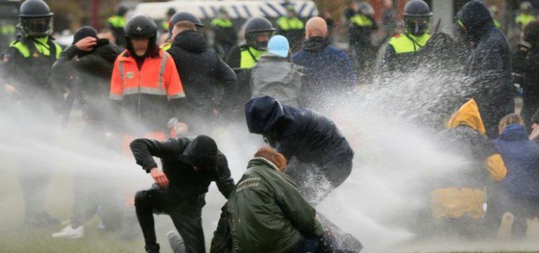 Hollanda'da Sokağa Çıkma Yasağı İsyanında 470 Gözaltı
