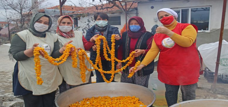 Kadın Kooperatifinin turunçları reçel oluyor