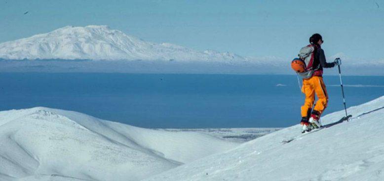 Macerasever turistlerin Artos Dağı'nın zirvesindeki kayak görüntüleri nefes kesti