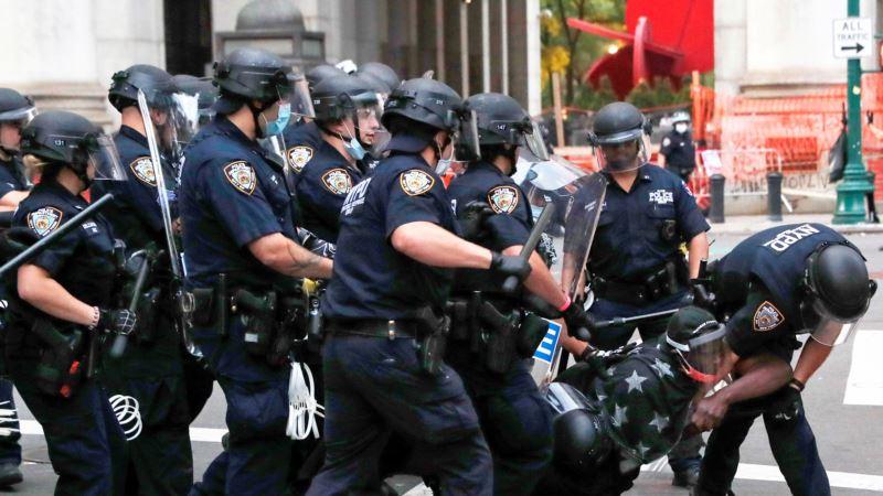 New York'ta Protestocular Polisle Çatıştı