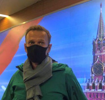 Rusya'ya Dönen Navalny Gözaltına Alındı