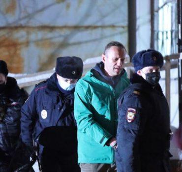 """Rusya'ya Döner Dönmez Tutuklanan Navalny: """"Sokağa Çıkın"""""""