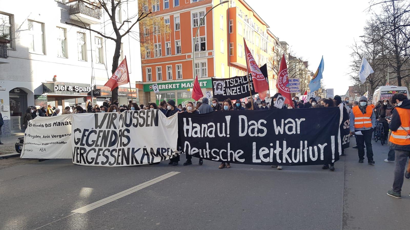 Irkçı Hanau Katliamı Berlin'de Yürüyüşle Anıldı