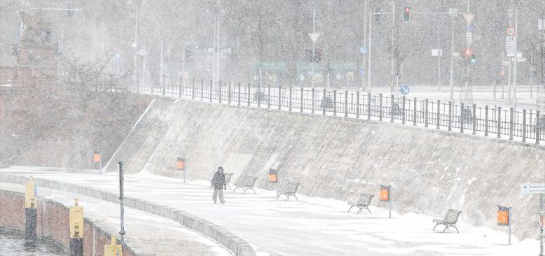Almanya'da kar yağışı ve soğuk hava hayatı olumsuz etkiliyor