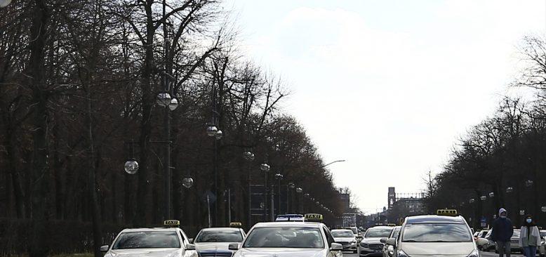 Berlin'de taksiciler Yolcu Taşıma Yasası'nda değişikliği protesto etti