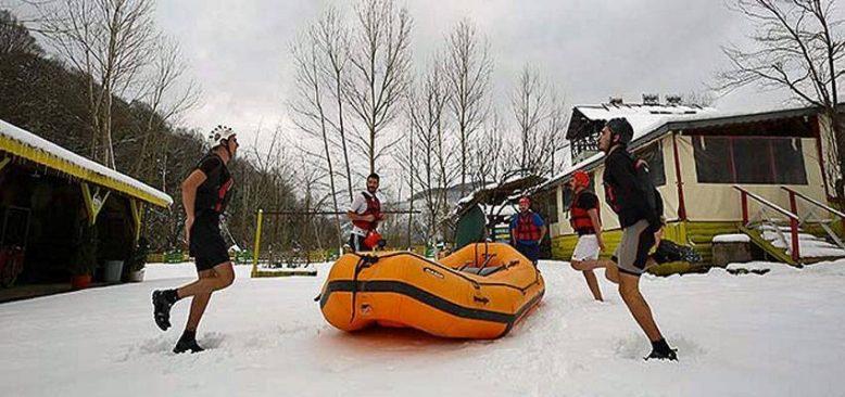 Dondurucu soğukta kürek çekerek şampiyonaya hazırlanıyorlar