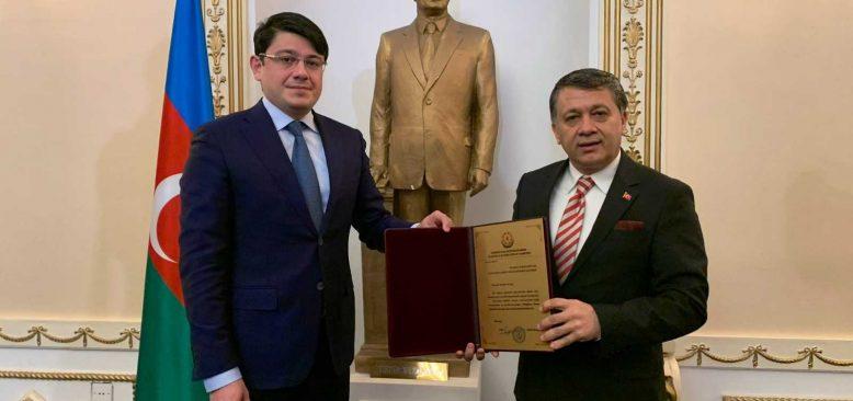 Azerbaycan'dan Mehmet Ali Dim'e büyük onur