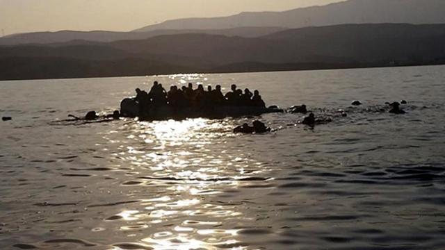 İtalya'da göçmenleri taşıyan tekne alabora oldu: 47 kişi kurtarıldı