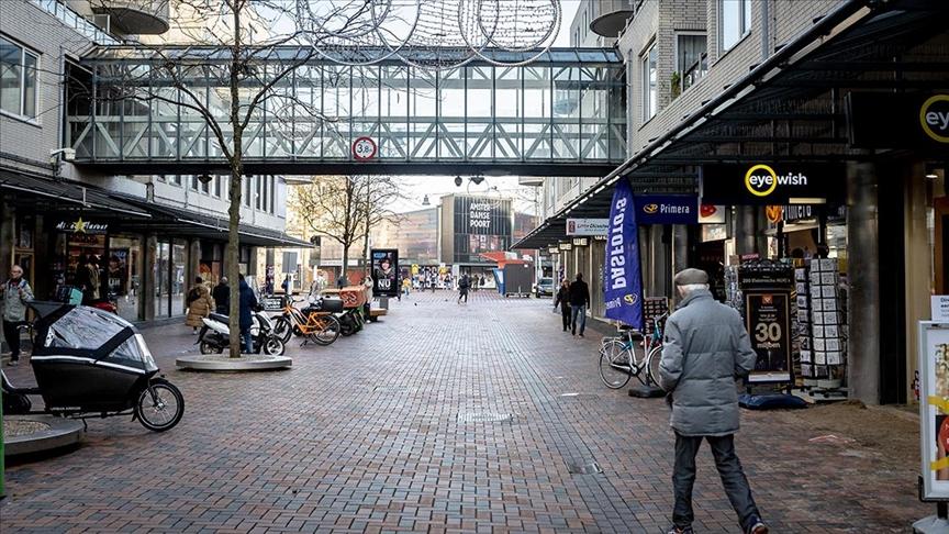 Hollanda'da sokağa çıkma kısıtlaması 15 Mart'a kadar uzatıldı