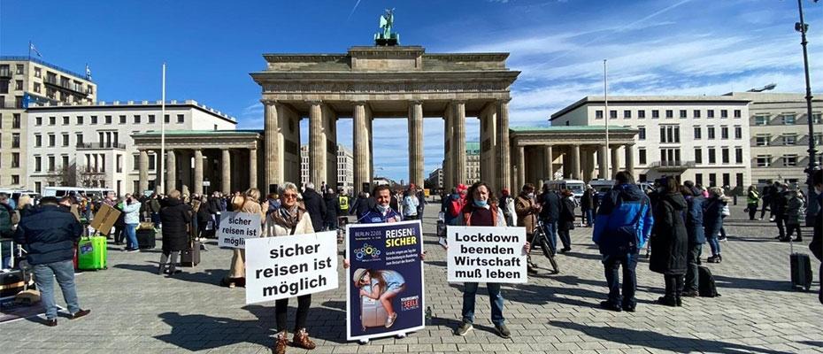 Turizmciler Berlin'de Federal Hükümeti Protesto ettiler