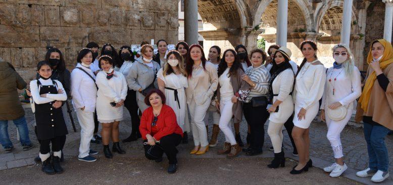İranlı Aydın kadınlardan 8 Mart etkinliği